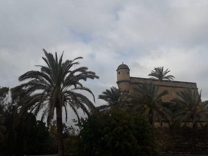 Chubascos dispersos acompañados de barro en Baleares