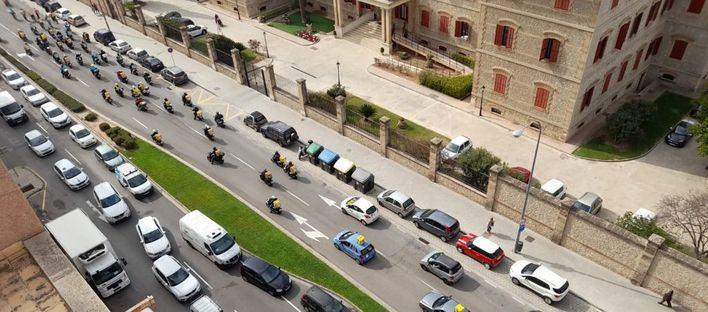 Marcha de protesta de los repartidores a domicilio en Palma contra la 'Ley de riders'
