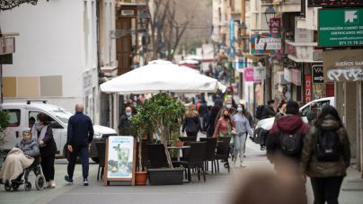 El Govern incrementa el 'marcaje' a terrazas con un dispositivo especial de policías e inspectores