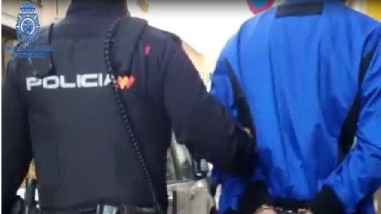 Detenidos tras agredir a un hombre y robarle el reloj en el Paseo de Mallorca