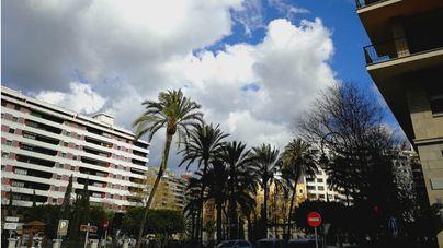 Intervalos nubosos y alguna precipitación ocasional y débil este domingo en Baleares