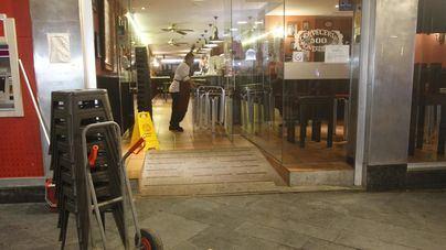 Bares y restaurantes recuperan el servicio en interior a un 30 por ciento del aforo