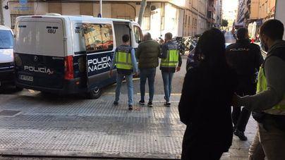 Tres detenidos, entre ellos el director de un banco, por estafar a clientes 130.000 euros