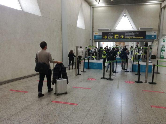 Bruselas pide un certificado de vacunación para turistas que exima de cuarentenas o test