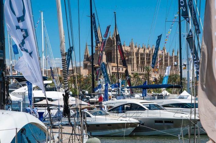 Piden al Govern que impulse la comercialización del turismo náutico y turismo 'shopping'