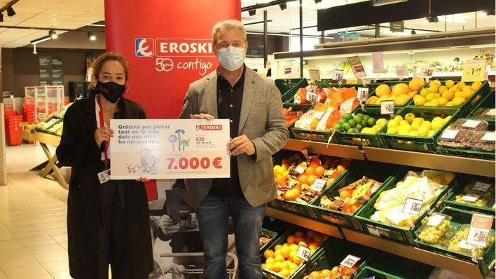Los clientes de Eroski de sa Pobla, Binissalem, Inca y Muro aportan 7.000 euros al hospital de Inca