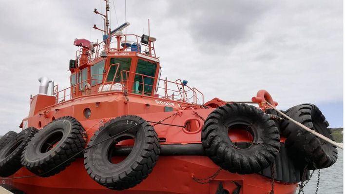 Un barco pesquero es trasladado hasta Port d'Andratx tras averiarse cerca de Dragonera