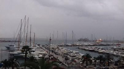 Cielo muy nuboso, tormentas y vientos con rachas de hasta 80 kilómetros por hora en Baleares