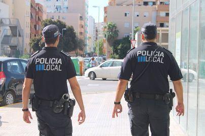 Denuncian y desalojan un restaurante de Ibiza por servir en el interior