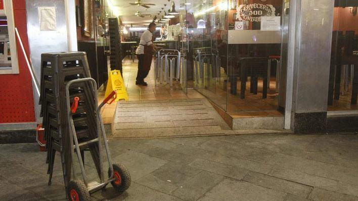 """El sector de la restauración tilda de """"drástico e injustificado"""" el cierre del interior de bares y restaurantes"""