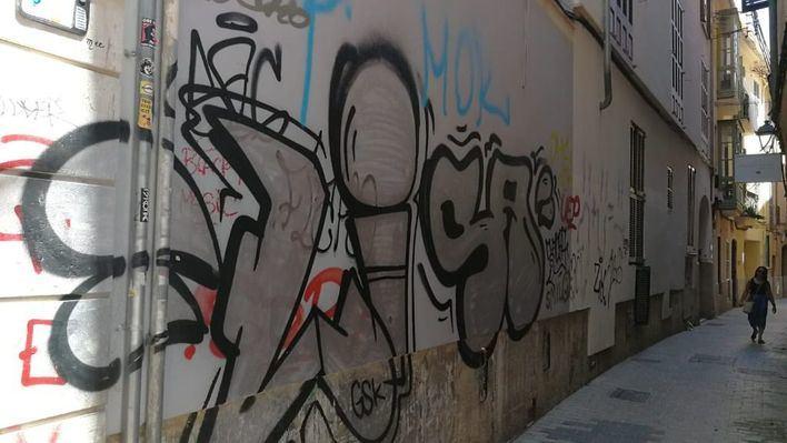 Infraestructuras y Emaya se reparten las limpieza de los graffitis en Palma