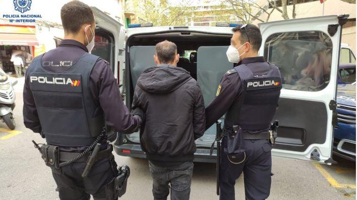Detenido tras ser sorprendido robando en una casa de Les Maravelles