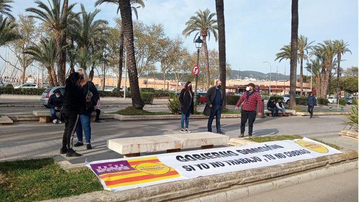 Los restauradores protestan contra el cierre de los interiores y piden ayudas