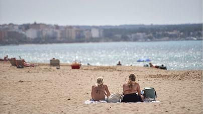 Salut espera que el Gobierno suavice el uso de mascarillas en las playas