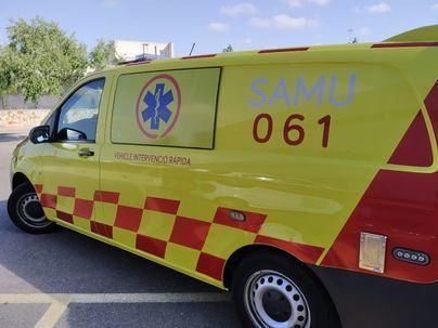Un motorista de 19 años pierde un pie al chocar contra un coche en Ibiza
