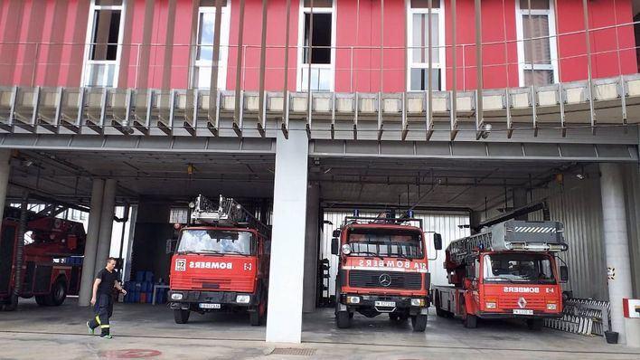 Los Bomberos de Palma apagan un incendio en un contenedor del barrio de es Rafal Vell