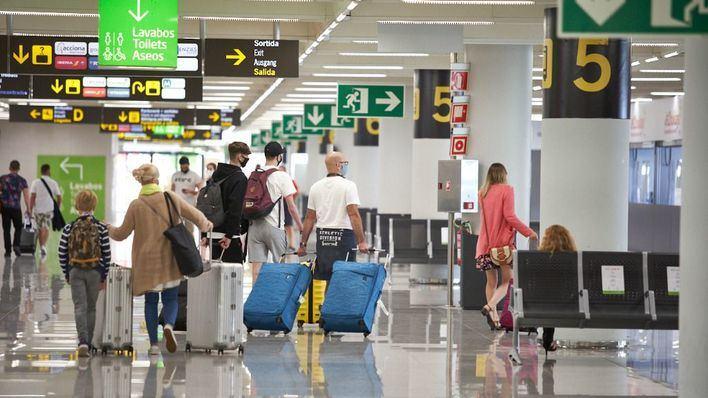 El Gobierno prorroga la cuarentena de diez días para viajeros de países en riesgo por Covid