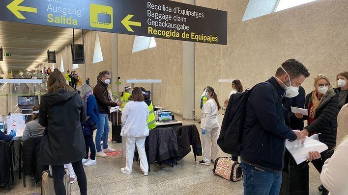 Sólo tres positivos entre los pasajeros internacionales llegados a Baleares en Semana Santa