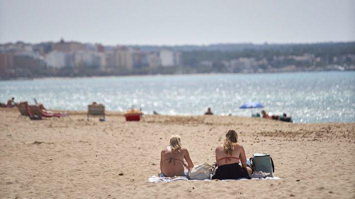 El Ministerio propone a las comunidades que la mascarilla sólo sea obligatoria en la playa durante los paseos