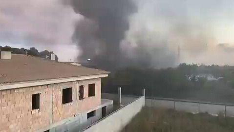 Un incendio afecta a una nave industrial abandonada de Marratxí