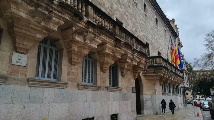 Suspenden el juicio contra el 'príncipe de Hohenlohe' tras caerse el acusado en la Sala