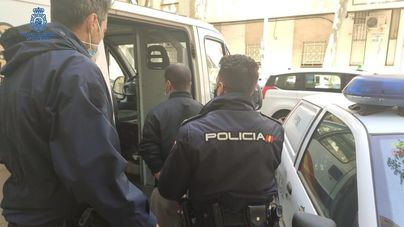 Embiste y arrastra con su coche a una anciana de 80 años tras robarle el bolso en Son Ferriol