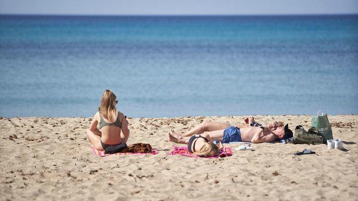 Armengol dice que habrá temporada turística y plantea que se alargue hasta Navidad