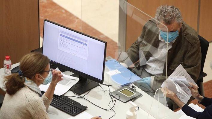 Los trabajadores en ERTE con ingresos de 14.000 a 18.000 euros pagarán más IRPF por tener dos pagadores