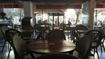 Salut defiende que hay que mantener los interiores de bares y restaurantes cerrados