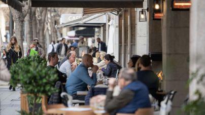 El Govern quiere ampliar terrazas, abrirlas de 19 a 21.30 horas y mantener los interiores cerrados