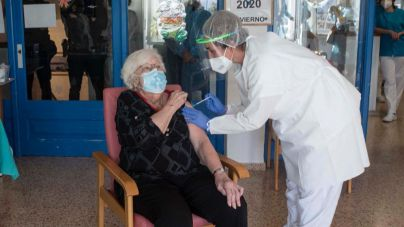 Siete de cada diez mayores de 80 años ya están vacunados con las dos dosis