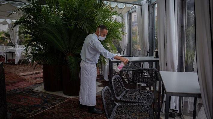 Los hoteleros solicitan a Sanidad que se priorice la vacunación a los trabajadores del sector