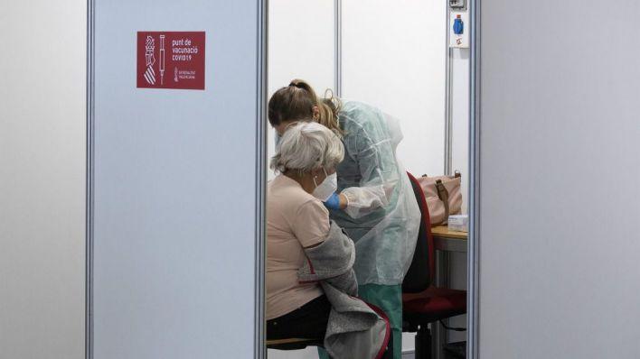 Salut lo deja claro: 'La prioridad no es el 70 por ciento sino vacunar a los mayores de 60 cuanto antes'
