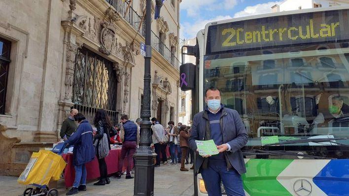 La EMT celebra Sant Jordi con la edición de un cuento infantil sobre los nuevos buses de Palma