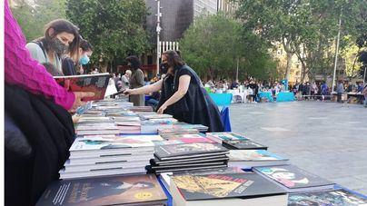 'Sira' y 'Dilluns ens estimaran' triunfan en la edición del Día del Libro celebrada en Palma