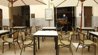 Las terrazas de Mallorca e Ibiza pueden abrir desde hoy en dos turnos