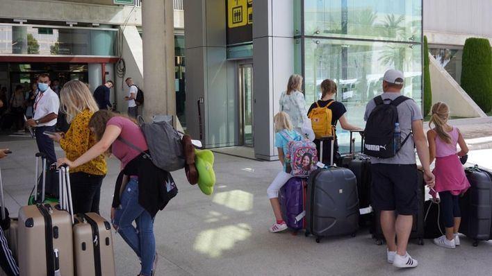 Las aerolíneas operarán este verano la mitad de vuelos que la temporada previa a la Covid