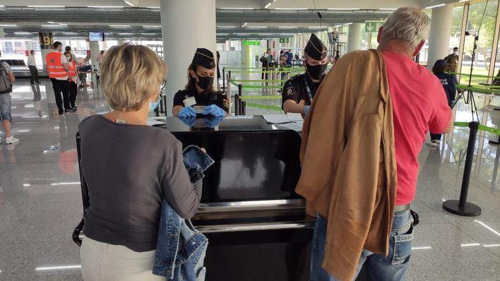 El Govern mantendrá los controles en los aeropuertos y estudia medidas para seguir con el toque de queda