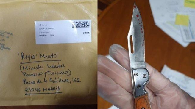 La ministra Reyes Maroto recibe un sobre con una navaja manchada de sangre o pintura