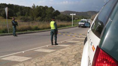 Un conductor de 80 años impacta contra un ciclista y huye: