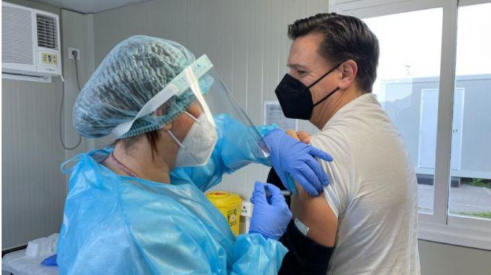 Baleares no priorizará a los hoteles en la vacunación y seguirá el orden establecido