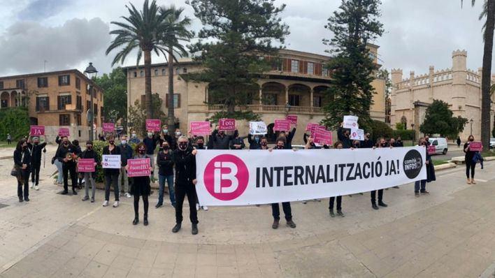 Trabajadores de IB3: 'Estamos carbonizados y hartos de este Govern de izquierdas'