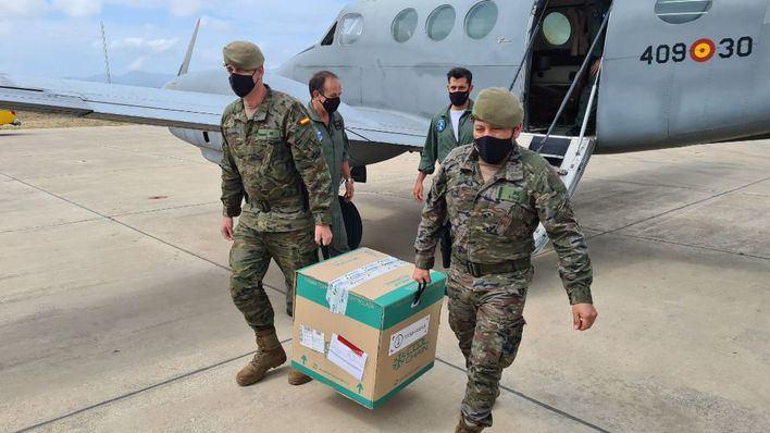 Efectivos de la Comandancia General de Baleares trasladan a Son Pisà 4.000 dosis de Moderna