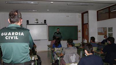 La Guardia Civil da charlas a los futuros gestores forestales sobre infracciones en el ámbito forestal y armas