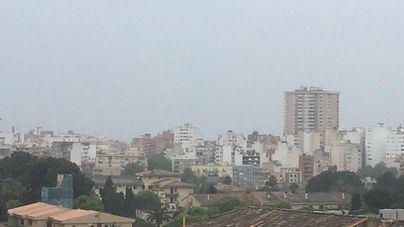 Cielos cubiertos, lluvias y tormentas localmente fuertes este sábado en Baleares