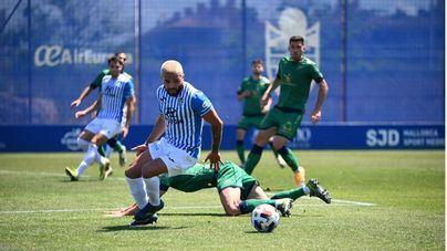 El Atlético Baleares gana al Villanovense y sella su participación en Primera RFEF
