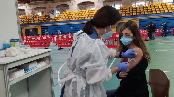 Constatan la importancia de la segunda dosis de la vacuna para protegerse contra las variantes de Covid