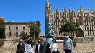 El Parc de la Mar acoge hasta agosto la escultura 'Usagi', de Leiko Ikemura