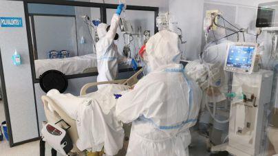 Casi la mitad de pacientes con Covid ingresados en Baleares se hallan en una UCI