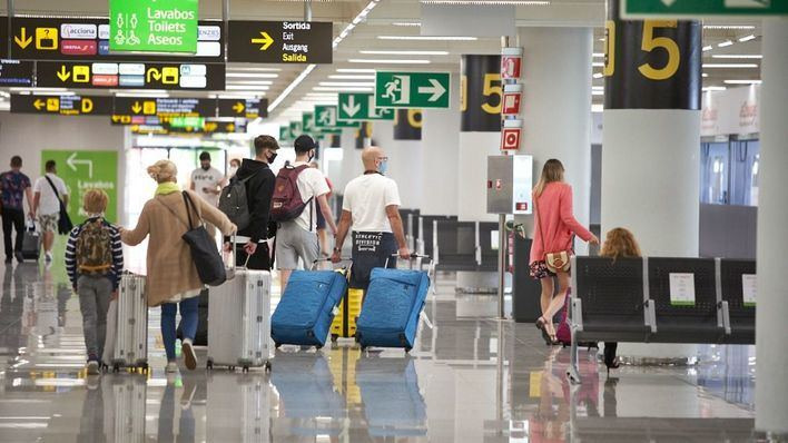 Las aerolíneas critican el plan de España de subir las tasas aeroportuarias